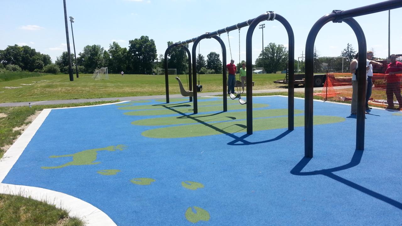 genoa-park-swings
