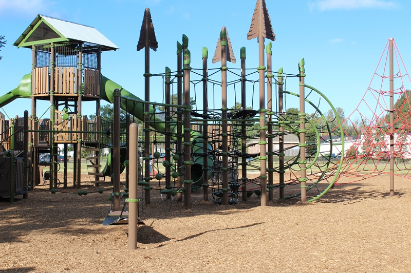 Harbor-Springs-climbing-play