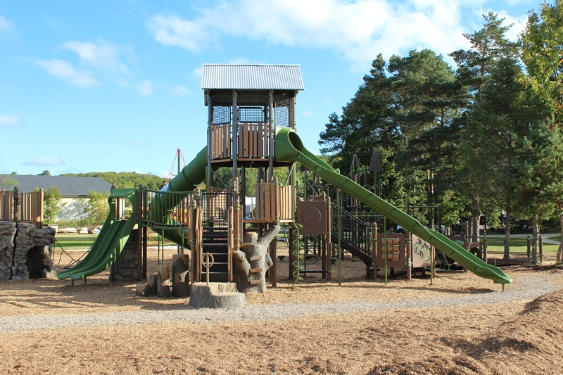 Harbor-Springs-Play-structure-stairs