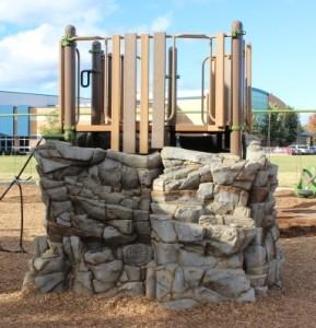 shayground-playground-mi-rock-climber
