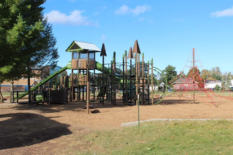 Harbor-Springs-Play-structure
